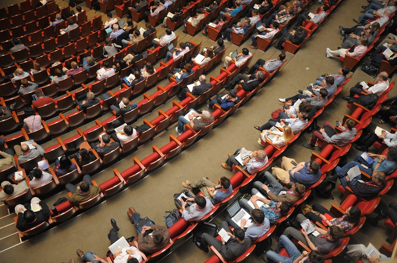 What to Know Before Attending An Industry Conference - Featured Image